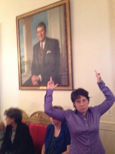 Zoe Strauss Giving president Reagan the middle finger (Facebook)